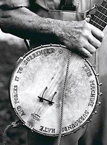pete-seegers-banjo-by-annie-leiovitz